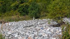 Droga do obozu  Marjanishvili. Takie kopczyki pomagają znaleźć scieżkę.