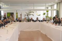 Prefeito apresenta lista de projetos e solicita recursos de emendas à deputados