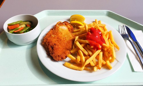 Turkey steak & french fries / Paniertes Putenschnitzel & Pommes Frites