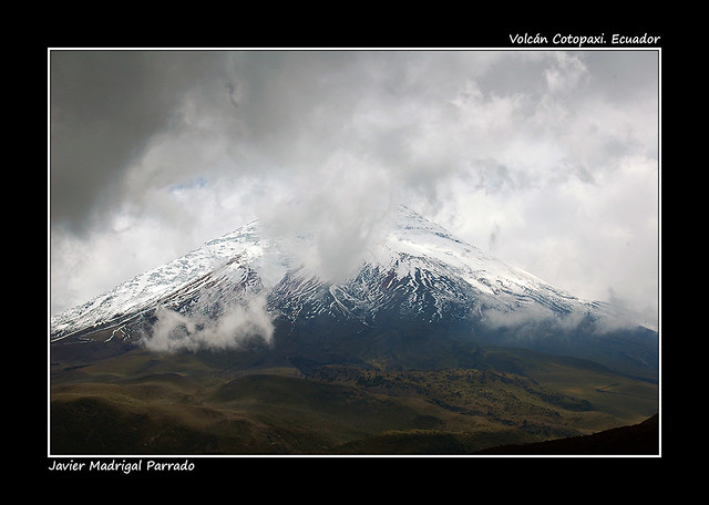 Magestuoso volcán Cotopaxi. Ecuador