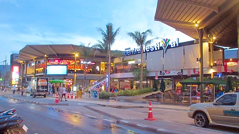 Koh Samui busy main street