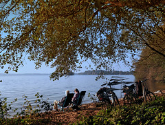 They enjoy the last warm October sunshine at the Lake Plön