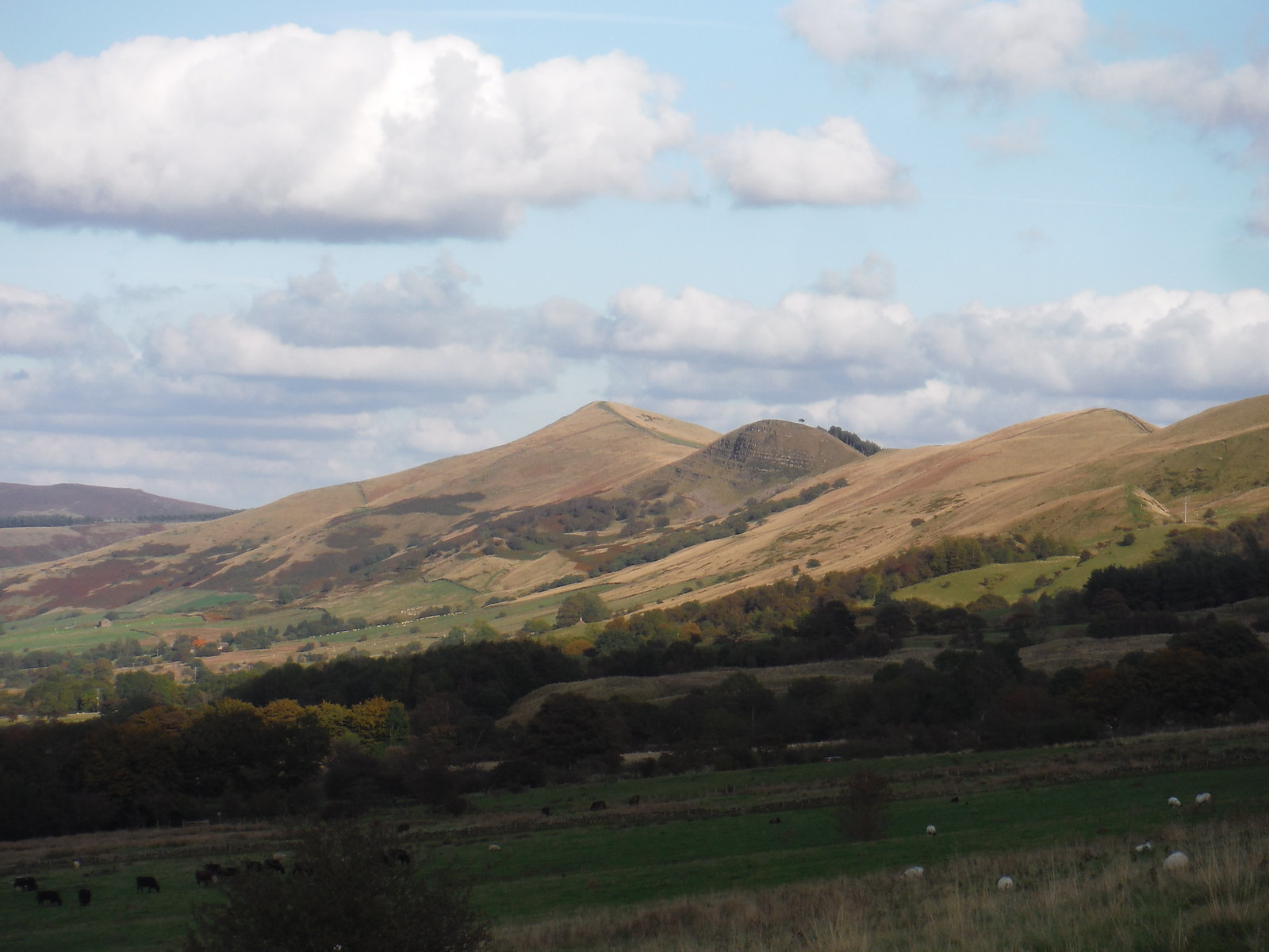 The Great Ridge, from near Manor House Farm SWC Walk 302 - Bamford to Edale (via Win Hill and Great Ridge)