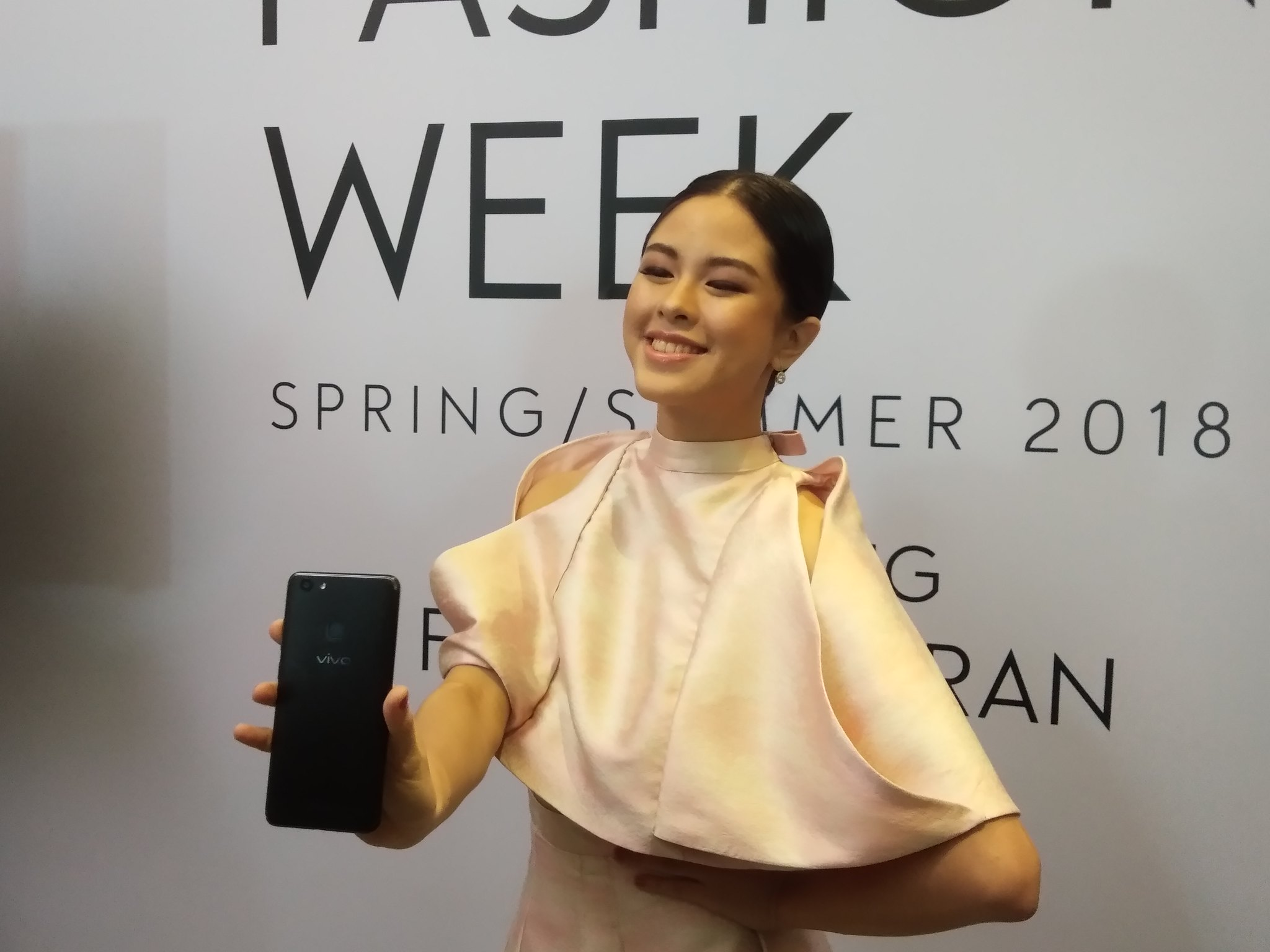 Kisses Delavin is Francis Libiran's muse at the MEGA Fashion Week Spring Summer 2018