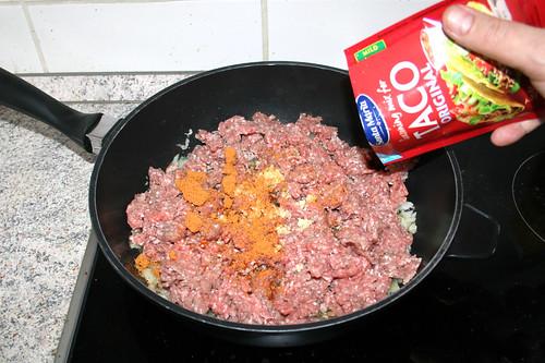 44 - Taco-Gewürzmischung einstreuen / Add taco seasoning mix