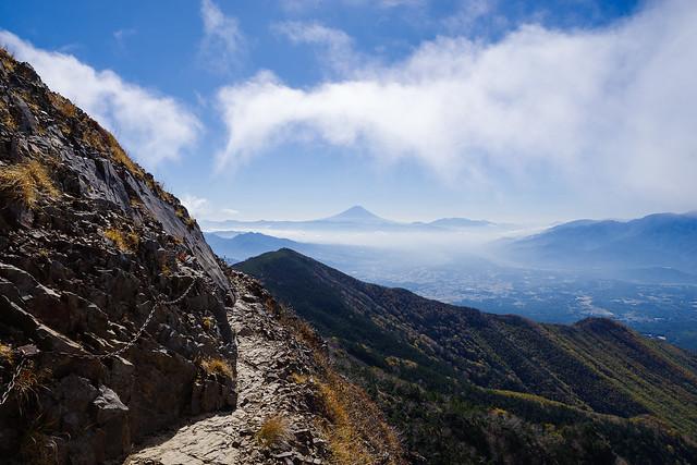 東ギボシ斜面のトラバースと富士山