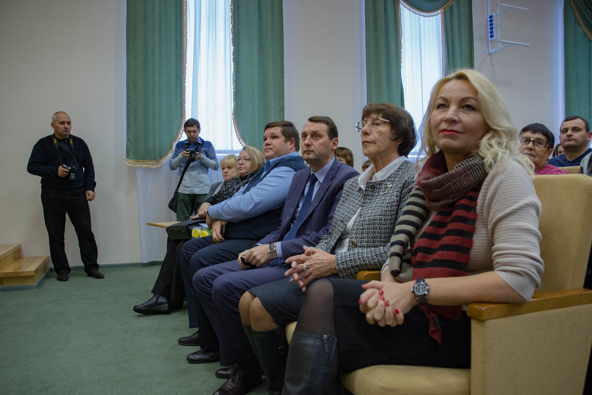 директор музея Т.М. Мельникова и гости торжественного вечера