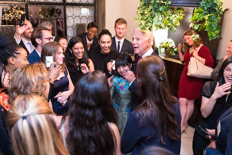ISH-DC Resident Scholars, Huyen from Vietnam, with Vice President Biden - 2017 Global Leadership Awards