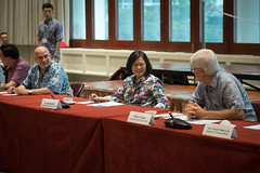10.28 總統與美國智庫「東西中心」(East West Center)及「戰略暨國際研究中心」(CSIS)太平洋論壇學者座談,與會者包括「東西中心」院長魏理庭(Richard Vuylsteke)及「戰略暨國際研究中心」太平洋論壇會長柯羅夫(Ralph Cossa)等