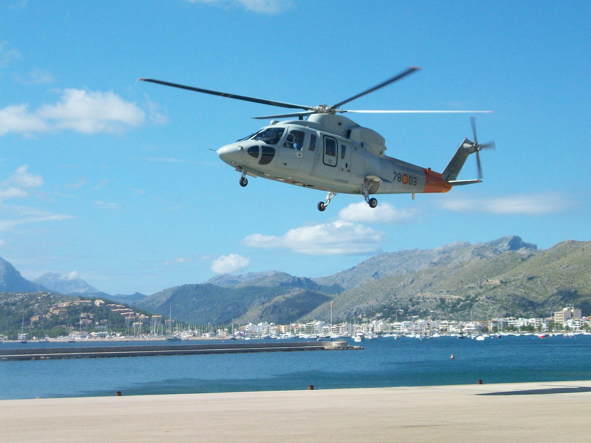 Helicóptero Sikorsky en el Ejercicio Cernia