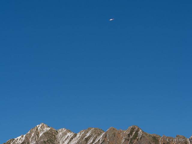 Shinhotaka Ropeway 2017.10.27 (22) Doctor helicopter over Mount Nishihotaka
