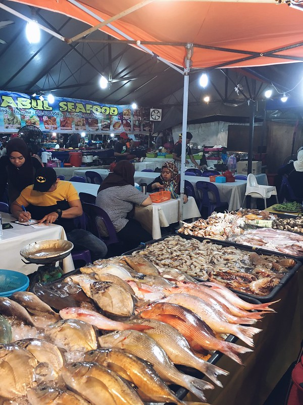 Seafood galore near Filipino Market - Super affordable seafood dinners ! We dined twice in different food stalls during our stay.