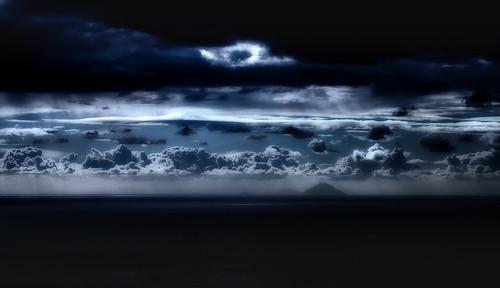 seascape islands stromboli eolie italy landscape calabria rocca clouds moonlight dancinginthemoonlight cuordileone ciao 1coniugazione yeahhhhhhh light eolian sea water dark night