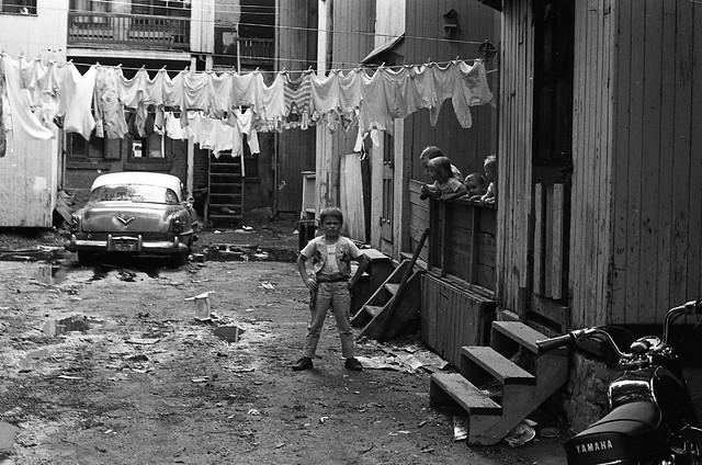 Plateau-Mont-Royal. Secteur de la rue Prince-Arthur. 1967. Photo de Patricia Ling. P132-2_014-012. Archives de la Ville de Montréal.