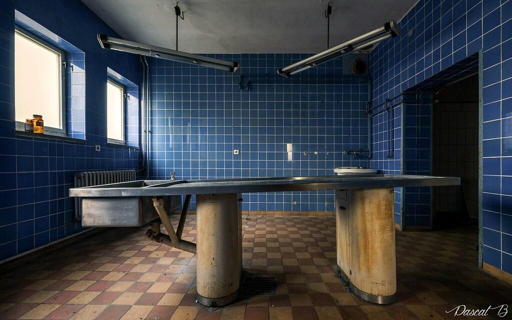 La petite salle d'autopsie bleue 38128090636_f2ec8136e1_b