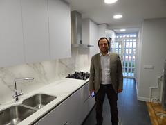 Antonio en su nueva cocina