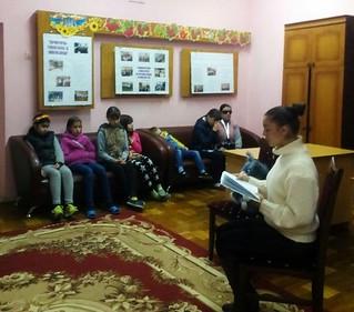 міні-проект «Недільна читанка з Олесею».8.10.17. ім. О. Грибоєдова