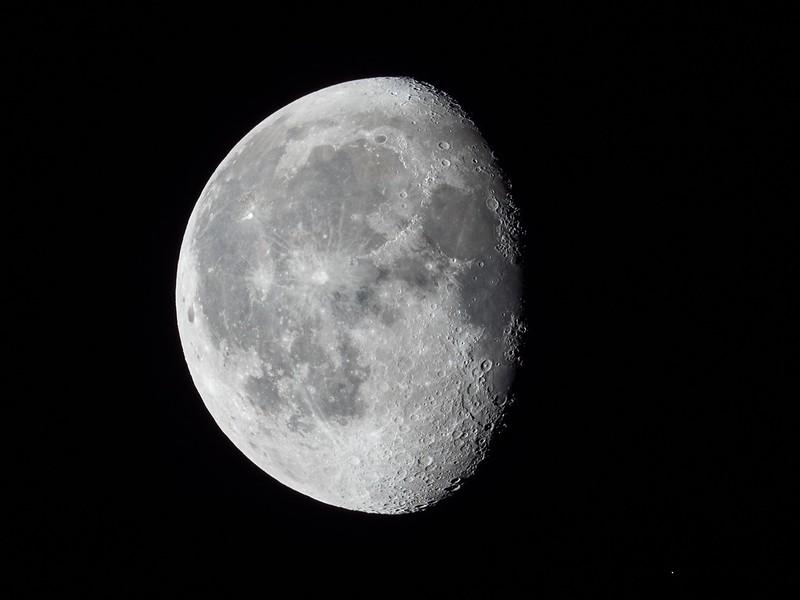 月とアルデバラン (2017/10/10 04:36)