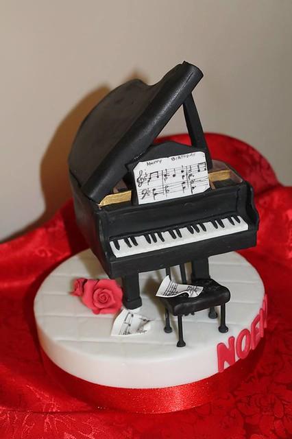 Piano Cake by Marcella Vignetti