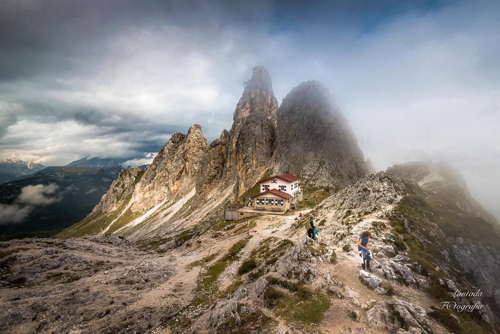 Niebla en el valle, montañero a la calle.
