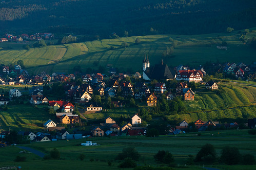 czorsztyn malopolskie poland pieniny wiosna kluszkowice village morning mountains church