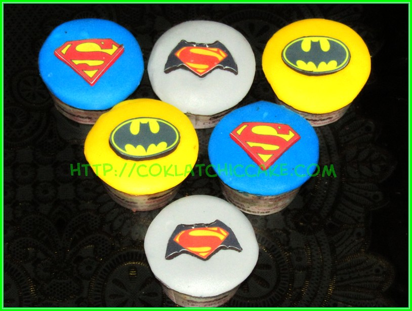 cupcake superman batman