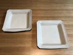 伊藤環さんの正方形の白泥隅切りプレート