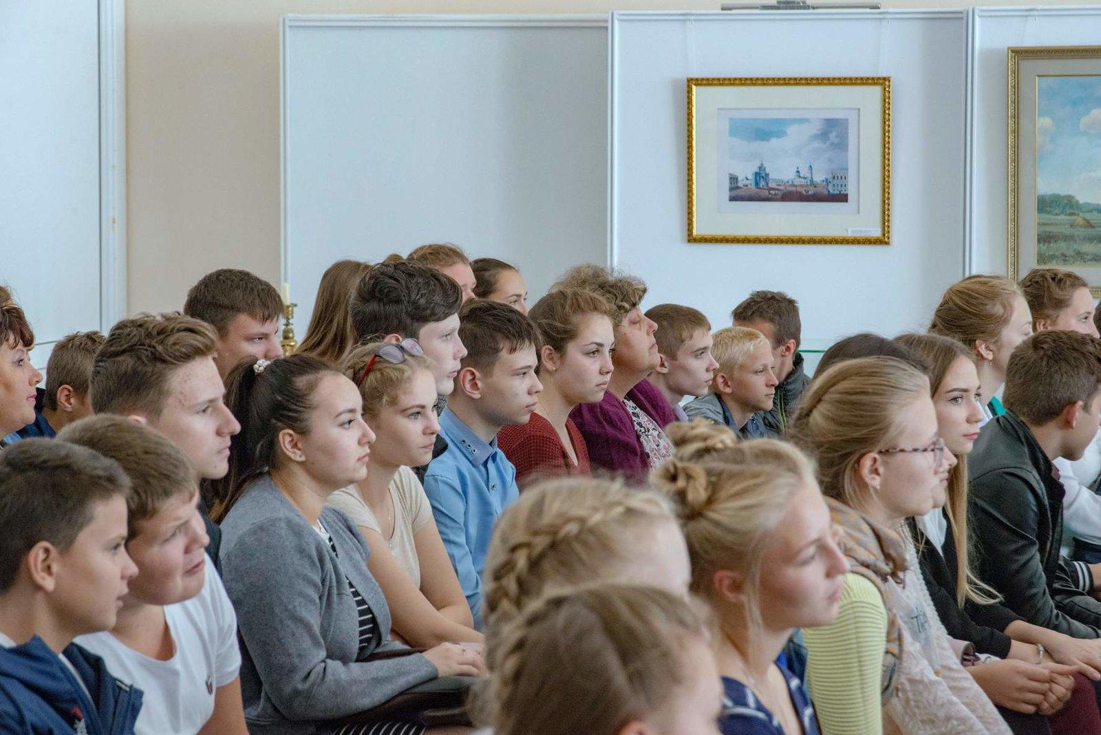 зрители на  фестивале Русской традиционной культуры Жар - птица
