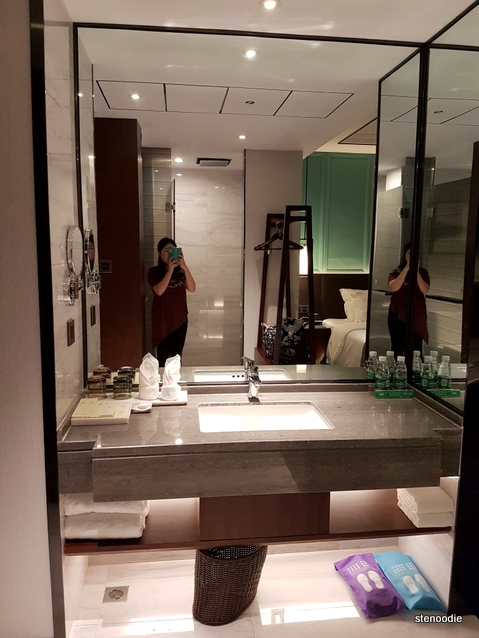 Yuantong Hotel washroom
