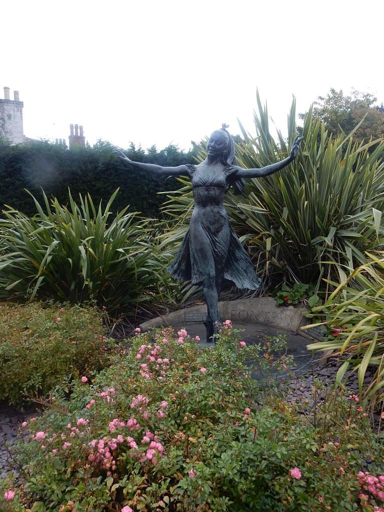 Margot Margot Fonteyn statue, Reigate. Dorking to Reigate