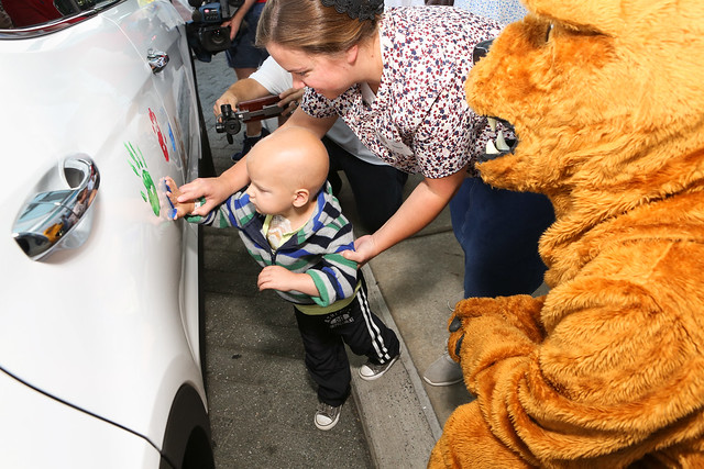Hyundai presents cancer research funding to Children's Hospital (9/21/17)