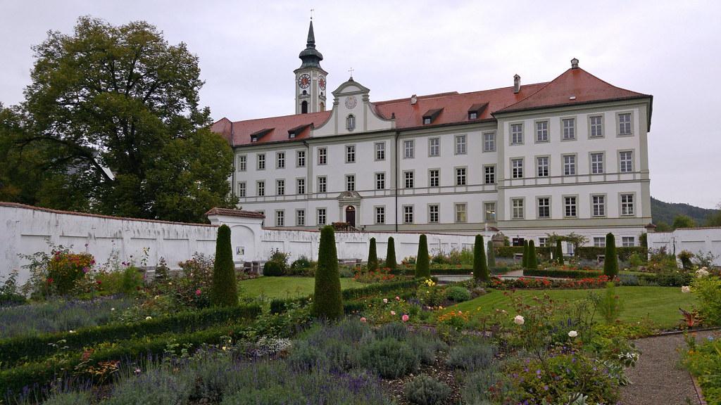 Hotel  Jahreszeiten Starnberg