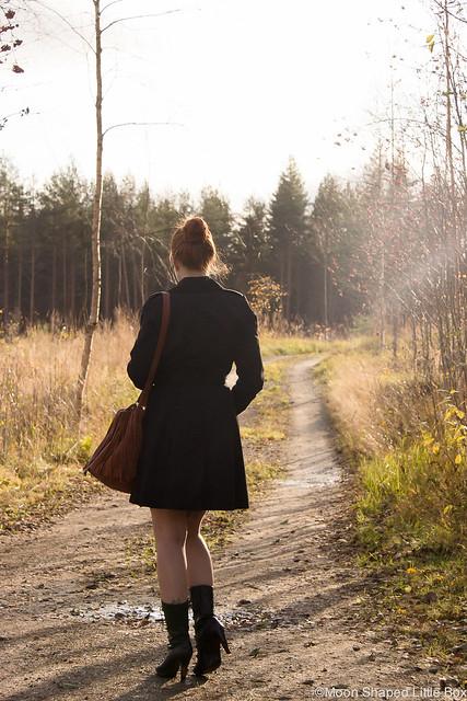 Kaunis Syksy 2017 Asukuvat Päivän asu OOTD outfit styleblogger tyylibloggaaja black trench coat trenssitakki trenssi Laukku Ompelimo Rokita Fashion bloggerstyle