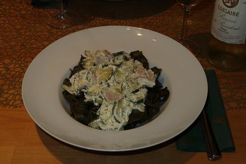 Kräuter der Provence-Nudeln (von Pastatelli) mit Lachs-Zucchini-Sauce