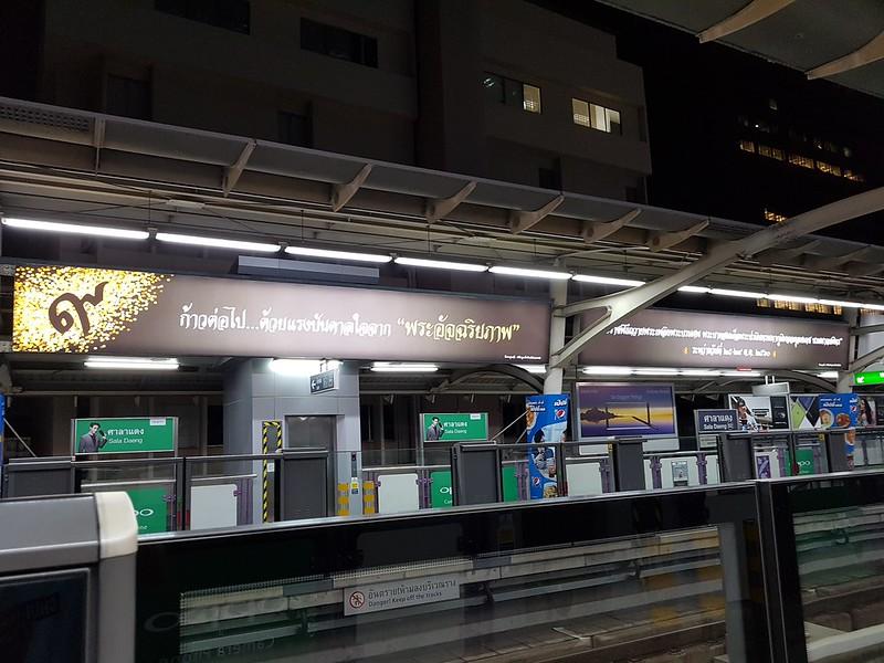 King Rama IX - ในหลวงของเรา - สถานีศาลาแดง1