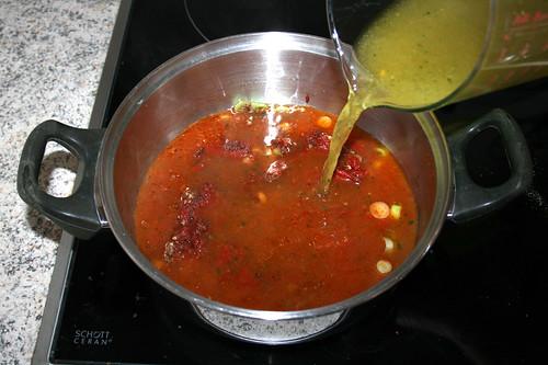 34 - Mit Gemüsebrühe aufgießen / Drain vegetable broth