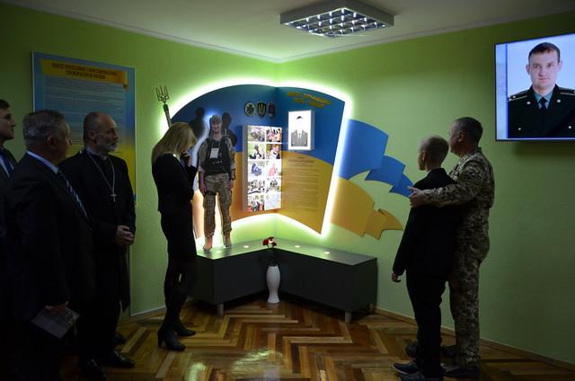 «Ви повинні бути гідними імені Героя протягом усього життя» ‒ Василь Грицак відкрив пам'ятну стелу загиблому співробітнику
