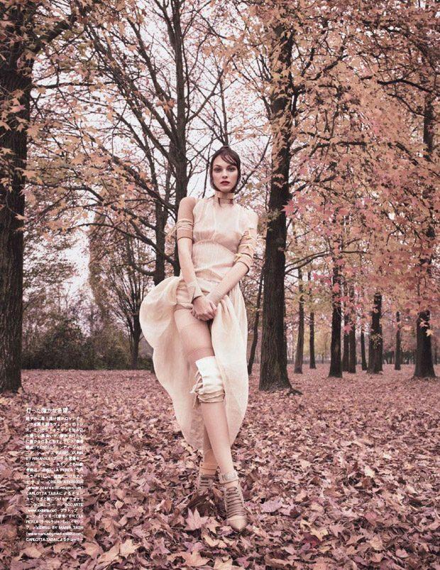 Vittoria-Ceretti-Vogue-Japan-Luigi-Iango-07-620x802