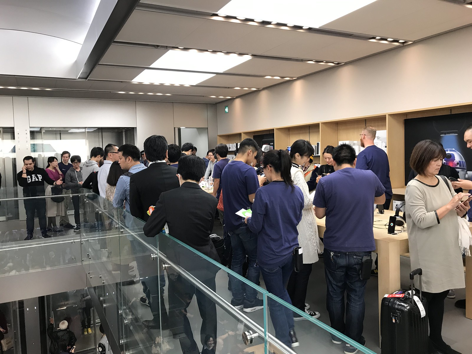 iPhone X starting day at Apple Ginza.