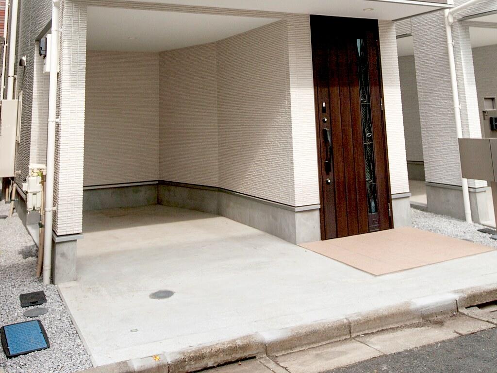 玄関・ガレージ
