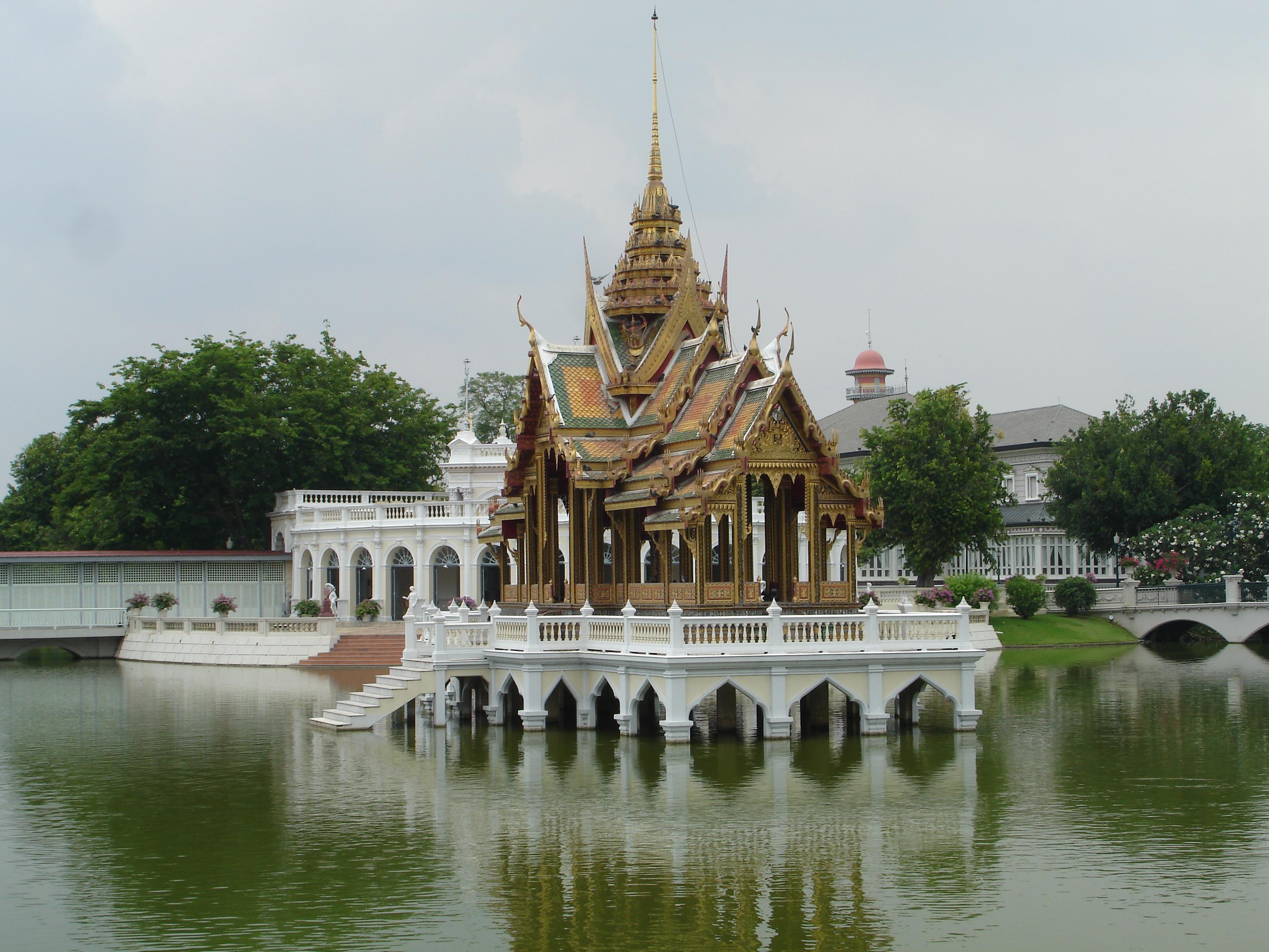 Phra Thinang Aisawan Thiphya-Art Pavilion in the Outer Palace compound of Bang Pa-In Royal Palace. Photo by Mark Jochim, May 16, 2006.