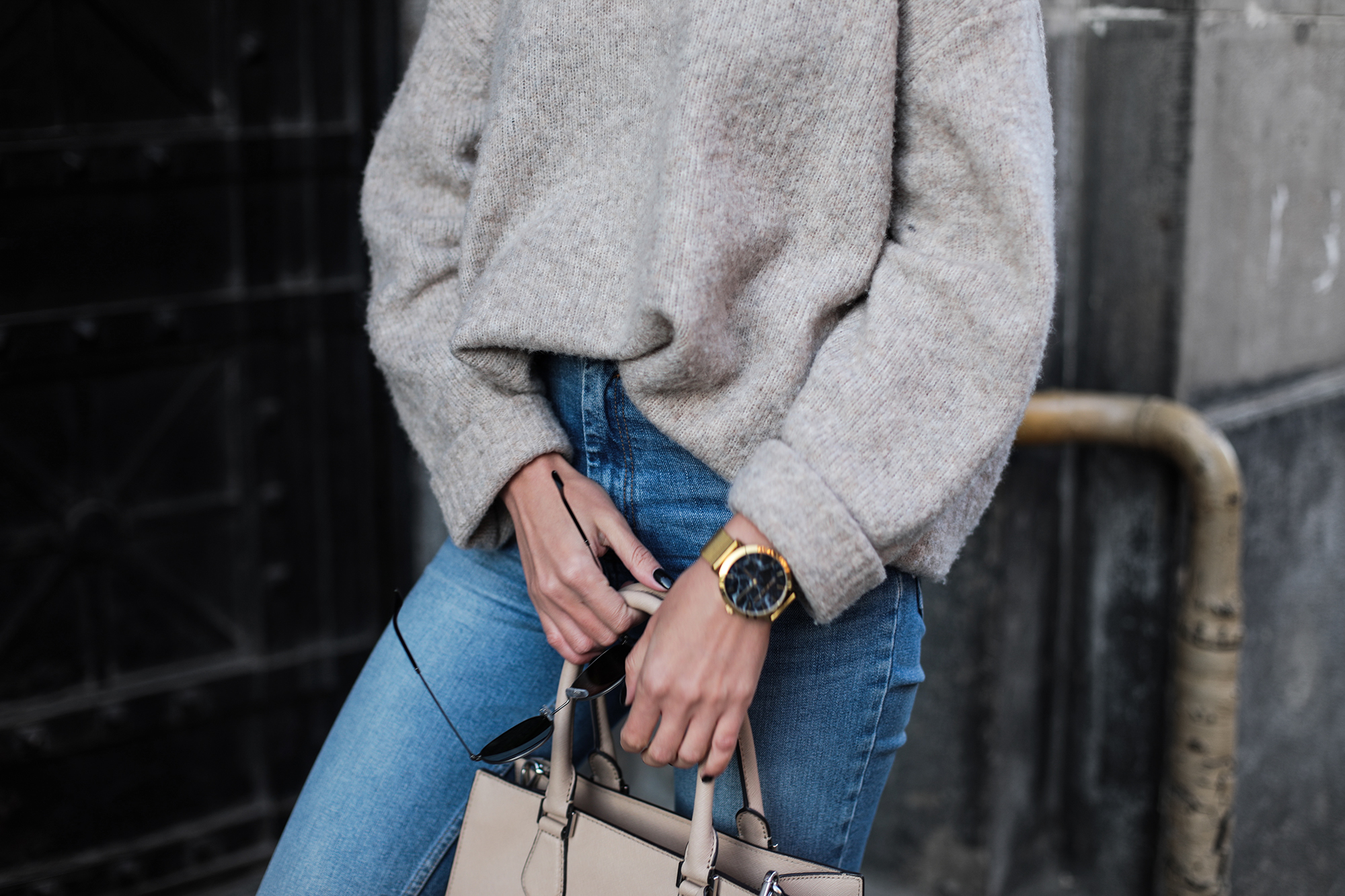 oversized-chunky-knit-sweater