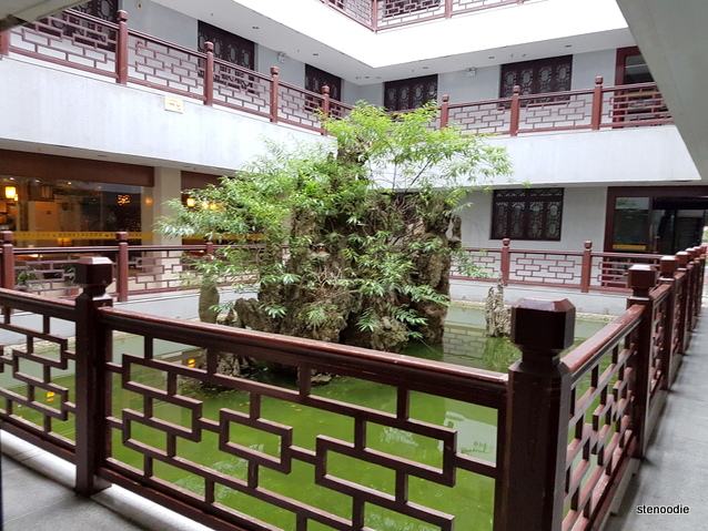 Fengting International Hotel courtyard
