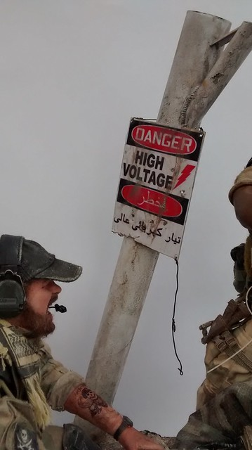 """""""Cover me Bro...!!!"""" US Green Berets in Iraq 2003 37601769500_4f1a4a5095_z"""