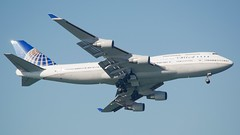 United Airlines Boeing 747 -400 Friendship low-speed pass DSC_1203