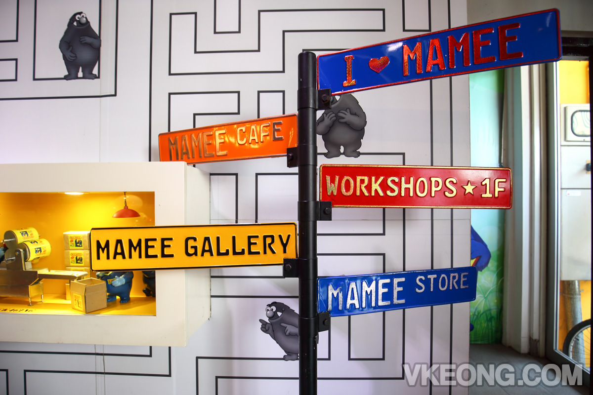Mamee-Cafe-Signs