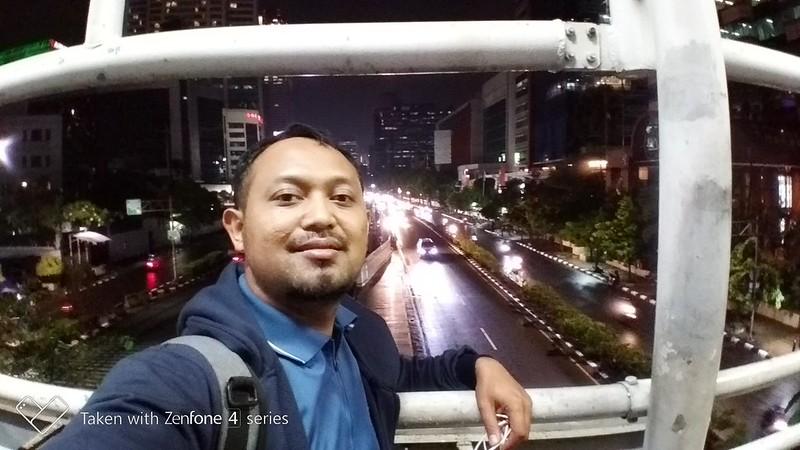 Selfie auto (night)
