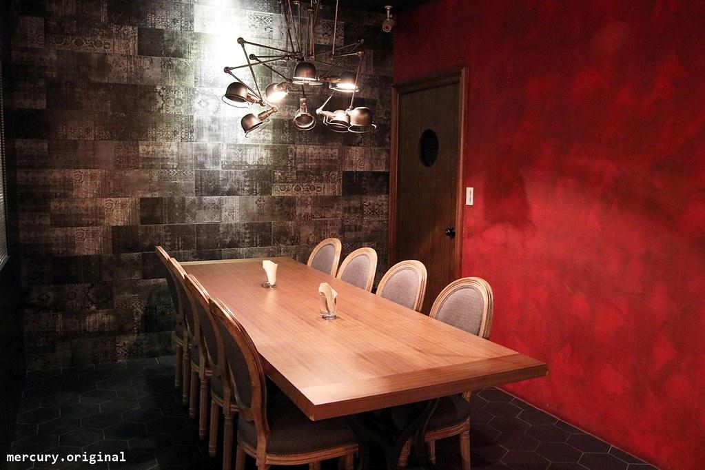 38000805736 7a0b7e65a9 b - 熱血採訪│神祕低調的MATCHES餐館,繞了兩圈才找到,黑得發亮的墨魚燉飯,Q彈嚼勁念念不忘