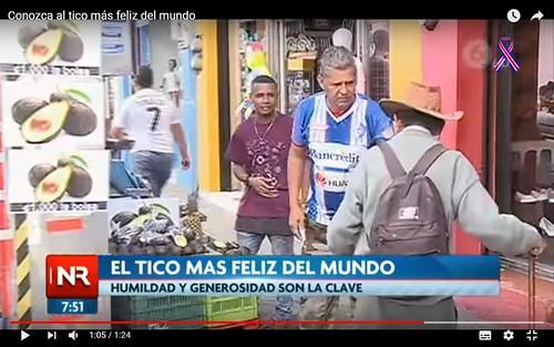老祖二次成名后依旧穿着队服卖牛油果,电视标题为世界上最幸福的tico,秘诀是谦虚和慷慨