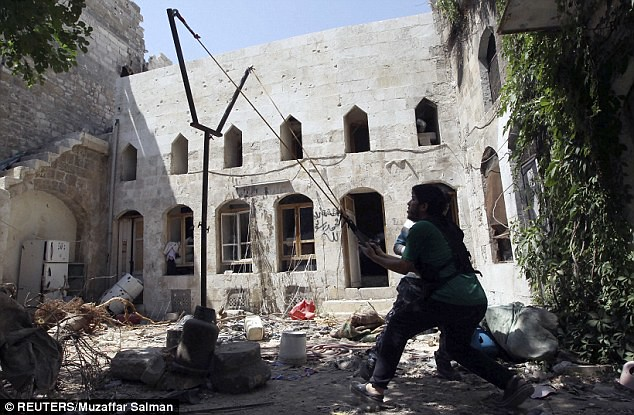 Syria-FSA-slingshot-aleppo-c2013-dm-1